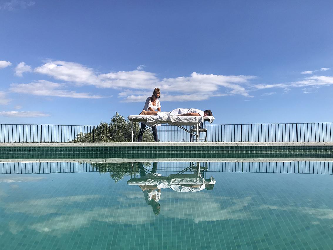 31 massage zwembad spiegelbeeld_kl.jpg
